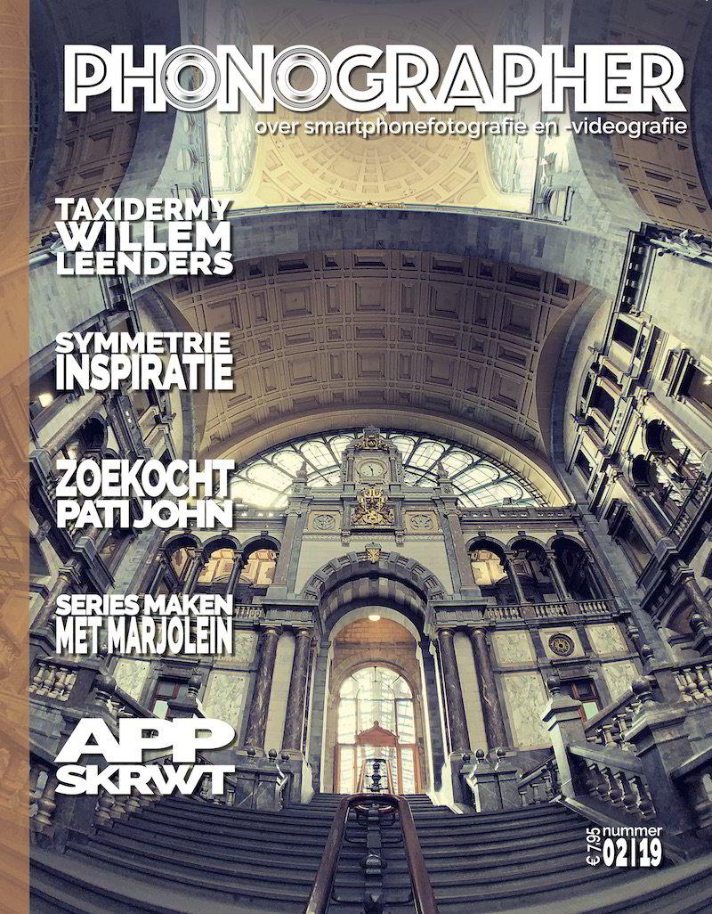 magazine over smartphone fotografie